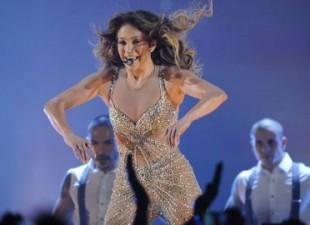 J.Lo završila koncert ogrnuta u zastavu Srbije (video)