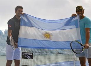 Novak i Rafa ispred glečera igrali tenis (foto)
