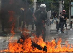 Neredi u Grčkoj – U Atini poginule tri osobe