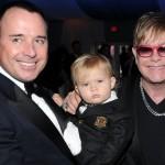 Elton Džon sa suprugom i sinom