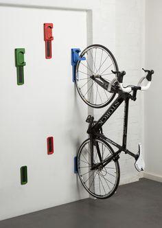 Bicikl okačen vertikalno