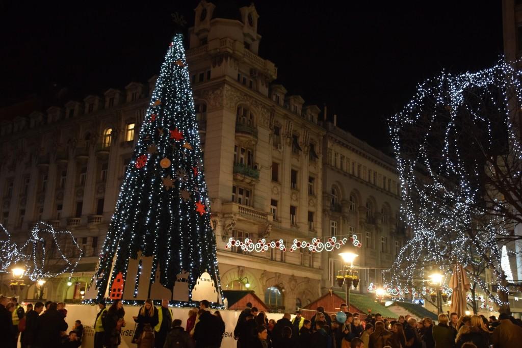 Osvetljena najviša novogodišnja jelka koju je Beograd ikada imao